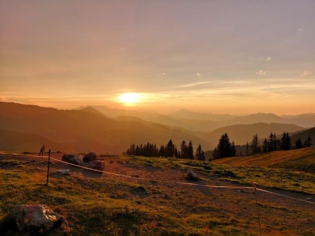 abendrot-feldalm-feldalphorn-tour-markbachjoch-schoenangeralm-wanderweg-radweg-radtour-mountainbikeroute-ebikewege-radwege-bergwege-wanderroute-hikingtour-hikingroute-kitzbuehel-alps-austria-mountain-guide-most-beautiful-place-tirol