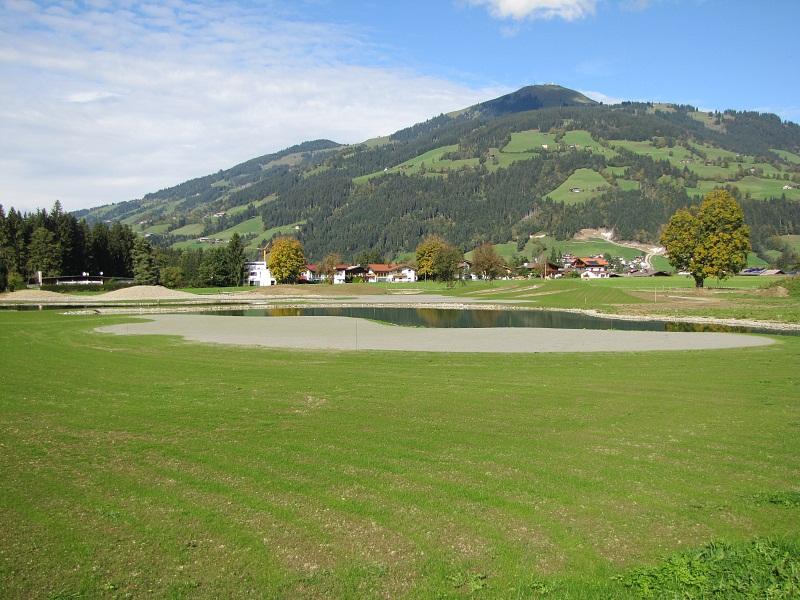 chipping-areal-westendorf-driving-ranch-golfplatz-aunerwald-brixental-hopfgarten-auner-tirol-kitzbuehel-golf-spielen-golfball