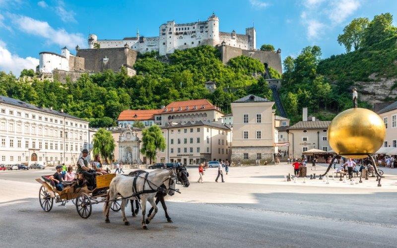 afrigter rit-Salzburg-feststpiele-Festspielhaus-opera-iemand-fort-kasteel-vesting